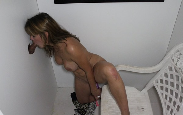 milf-sucking-and-fucking-herself